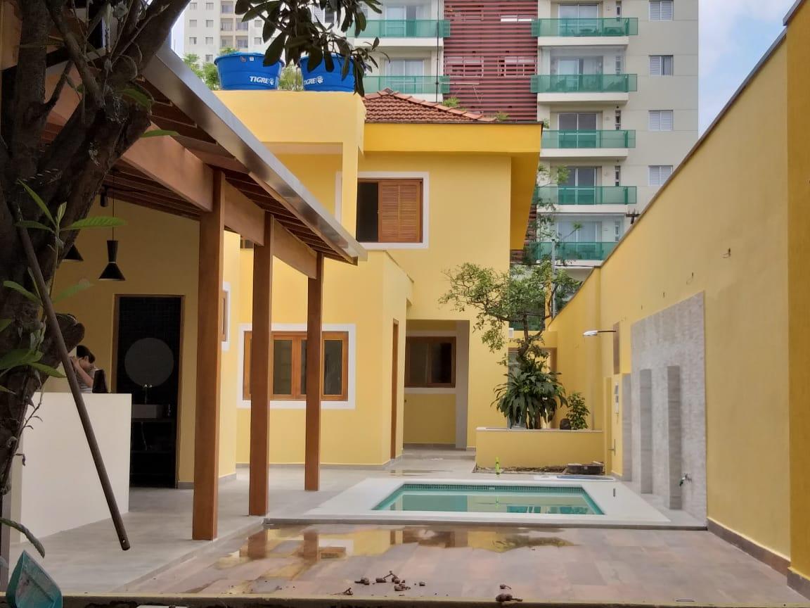 grafiato amarelo em sobrado, bairro do limão, e casa verde, zona Norte de São Paulo